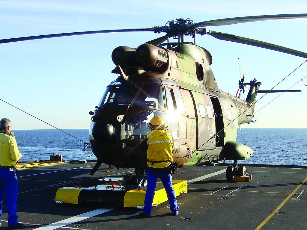twin-eurocopter-as-332-super-puma.001